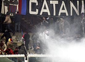 carabiniere-petardo-catania-milan2011