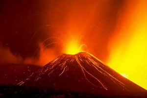 Eruzione Etna, per gli esperti a breve un'eruzione più significativa