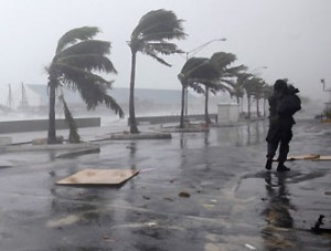 Uragano Irene raggiunge forza 3 e si dirige verso New York