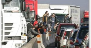 Sicilia ancora bloccata dai Tir, continua la protesta