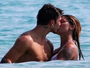 Stefano De Martino e Belen Rodriguez, bacio
