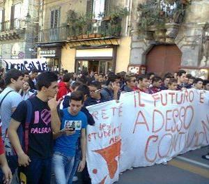 Studenti-manifestazione-del-24-novembre-foto-corteo-catania