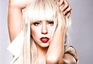 """Lady Gaga, annuncio shock su twitter: """"non riesco più a camminare, stop al tour"""""""