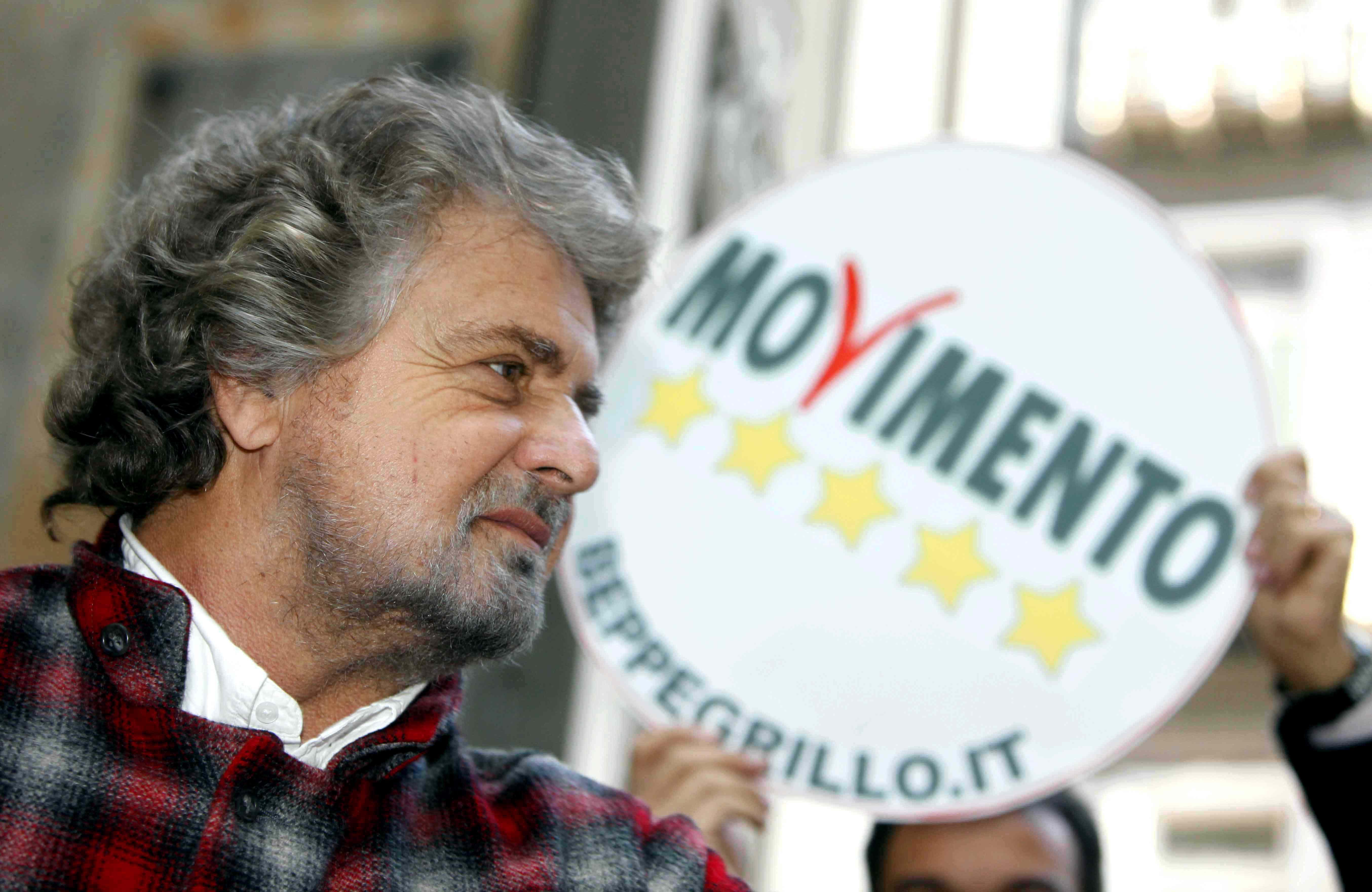 """Grillo spiega il dietrofront sulle unioni civili: """"Una decisione mia e di Casaleggio"""""""