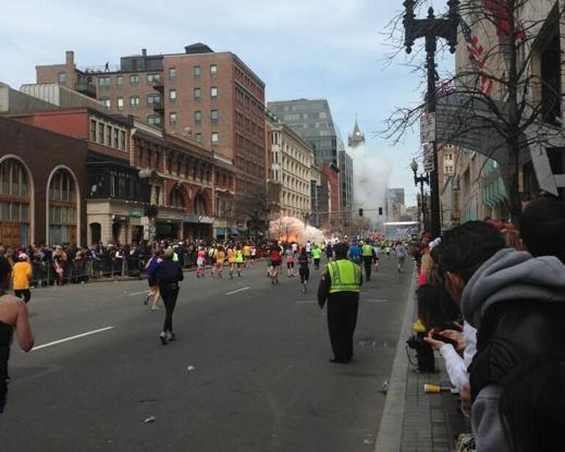 Maratona di Boston, due esplosioni all'arrivo: 12 morti e cinquanta feriti
