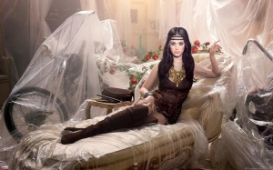 "Katy Perry nei panni di Cleopatra in ""Dark Horse"""