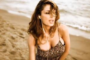 """Anna Tatangelo """"Muchacha"""" sexy e fuori di seno [foto e video]"""