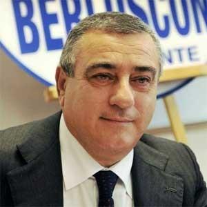 """Camorra, richiesta d'arresto per Luigi Cesaro (FI), l'accusa: """"Concorso esterno e turbativa d'asta"""""""