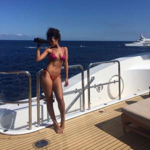 Rihanna super sexy in bikini sullo yacht a Ponza