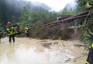 Meteo: torna maltempo, pompiere morto per frana
