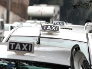 Veneto: trasportavano clandestini, decine di tassisti nei guai