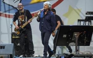"""Beppe Grillo al Circo Massimo: """"Renzi un acceleratore del default"""""""