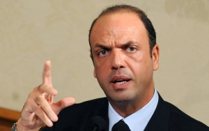 """Terrorismo, Alfano: """"Quattro italiani figurano tra i foreign fighters"""""""