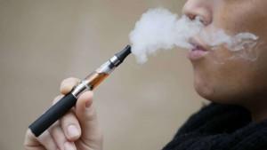 """Sigaretta elettronica, studio USA: """"Aumenta il rischio di cancro"""""""