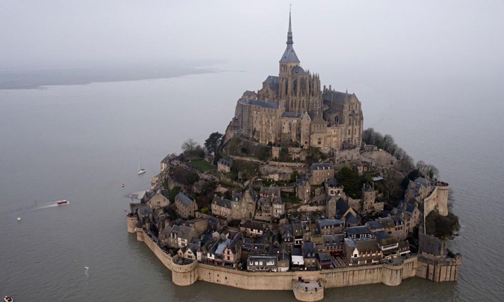 La magia della marea del secolo a Mont Saint-Michel