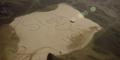 """Scrive """"Ti voglio bene"""" al papà astronauta nel deserto, 13enne commuove il web"""