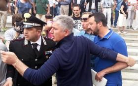 Comizio di Salvini a Massa Carrara: scontri con la polizia, due feriti