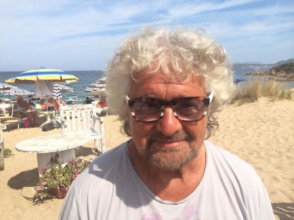 """Beppe Grillo al Financial Times: """"La Merkel e Juncker sono malati!"""""""