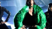 "Rihanna sexy/splatter nel nuovo video ""Bitch better have my money"""