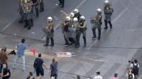 """Grecia, migliaia in piazza ad Atene: """"Vinceremo con orgoglio e dignità"""""""