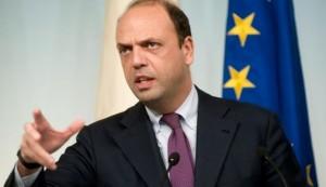 """Italiani rapiti in Libia, Alfano: """"Forse collegamento a lotta agli scafisti"""""""