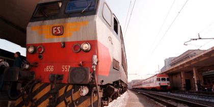 Incidente ferroviario a Piombino, treno con 150 persone a bordo esce da binari