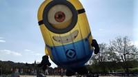Dublino: a Santry un minion gigante gonfiabile finisce in strada [foto]