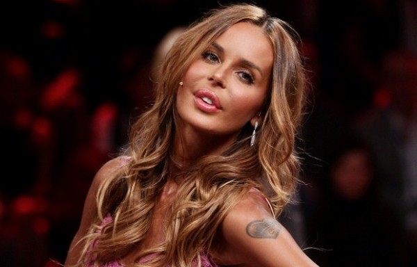 Nina Moric: debutto musicale con 'Angels', nudo quasi integrale