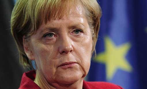 """Immigrazione, Beppe Grillo presenta «il piano Merkel»: """"Aiutarli a casa loro"""""""