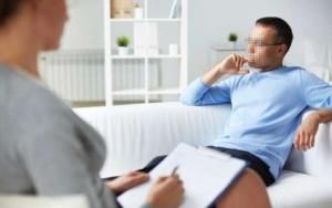 Psicologa rimane incinta dopo aver fatto sesso con un paziente, ma non vuole fargli vedere il bambino