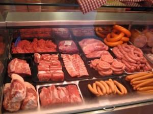 """Organizzazione mondiale sanità: """"Wurstel, salumi e carni in scatola possono provocare il cancro"""""""