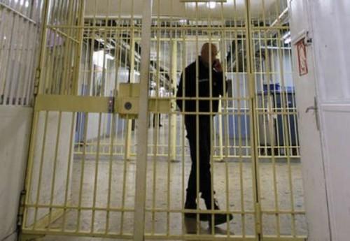 Francia condannata per aver messo in cella un detenuto non fumatore con detenuti fumatori