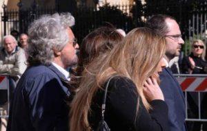 """Funerali Casaleggio, Grillo: """"Diffamato e insultato perchè lottava contro il sistema"""""""