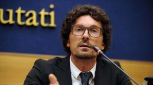 """Referendum costituzionale, Toninelli (M5S): """"Ci sarà una corruzione della Costituzione"""""""