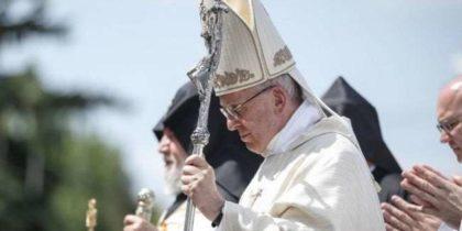 """Papa in Armenia: """"Giovani generazioni implorano futuro libero da divisioni del passato"""""""