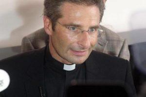 """Ex monsignor Charamsa: """"Messaggio evangelico del Papa disturba, molti lo vogliono fuori"""""""