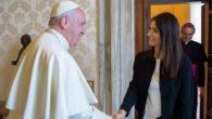 """Roma, udienza tra Virginia Raggi e Papa Francesco: """"Gli ho portato la voce delle periferie"""""""