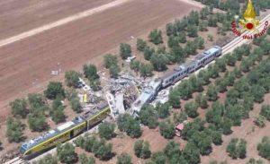 Puglia, scontro frontale fra due treni tra Corato e Andria: 23 morti, 52 i feriti