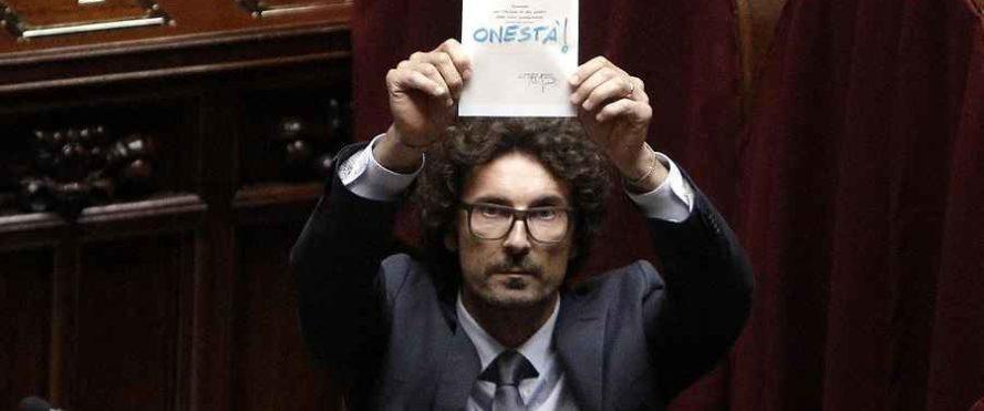 """Roma, Danilo Toninelli del M5S: """"Morbosa l'attenzione mediatica che abbiamo sulle spalle"""""""