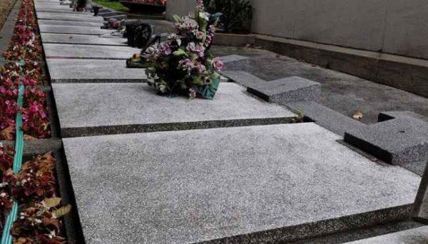 Francia, perseguitata dalle tasse anche da morta: il Fisco le invia la cartella al cimitero