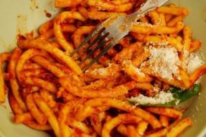 maccheroni-freschi-al-ragù-di-salsiccia