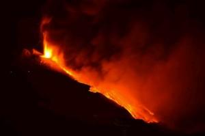 Eruzione Etna, ieri sera nuove fontane di lava...