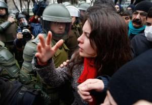 Scontri in Cile: ucciso un 14enne, arrestate 1.394 persone