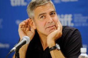 George Clooney punzecchia un reporter per Stacy Keibler