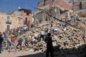 Crolla una palazzina a Barletta, due le vittime