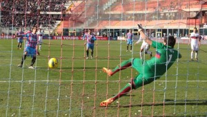 Catania-Genoa 4-0: rigore di Lodi, doppio Barrientos e Bergessio