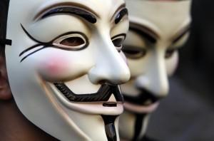 Anonymous Vs Beppe Grillo, il gruppo hacker oscura il sito beppegrillo.it