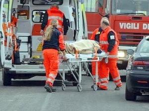 Catania, incendio in un palazzo in via Leucatia, muore una donna