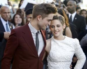 Kristen Stewart tradisce Robert Pattinson con il regista Rupert Sanders, poi si scusa