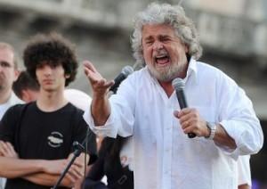 """Beppe Grillo contro Mario Monti: """"vattene alle Barbados!"""""""
